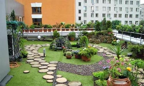 Vì ngấm nước gia chủ phải dỡ toàn bộ vườn trên mái